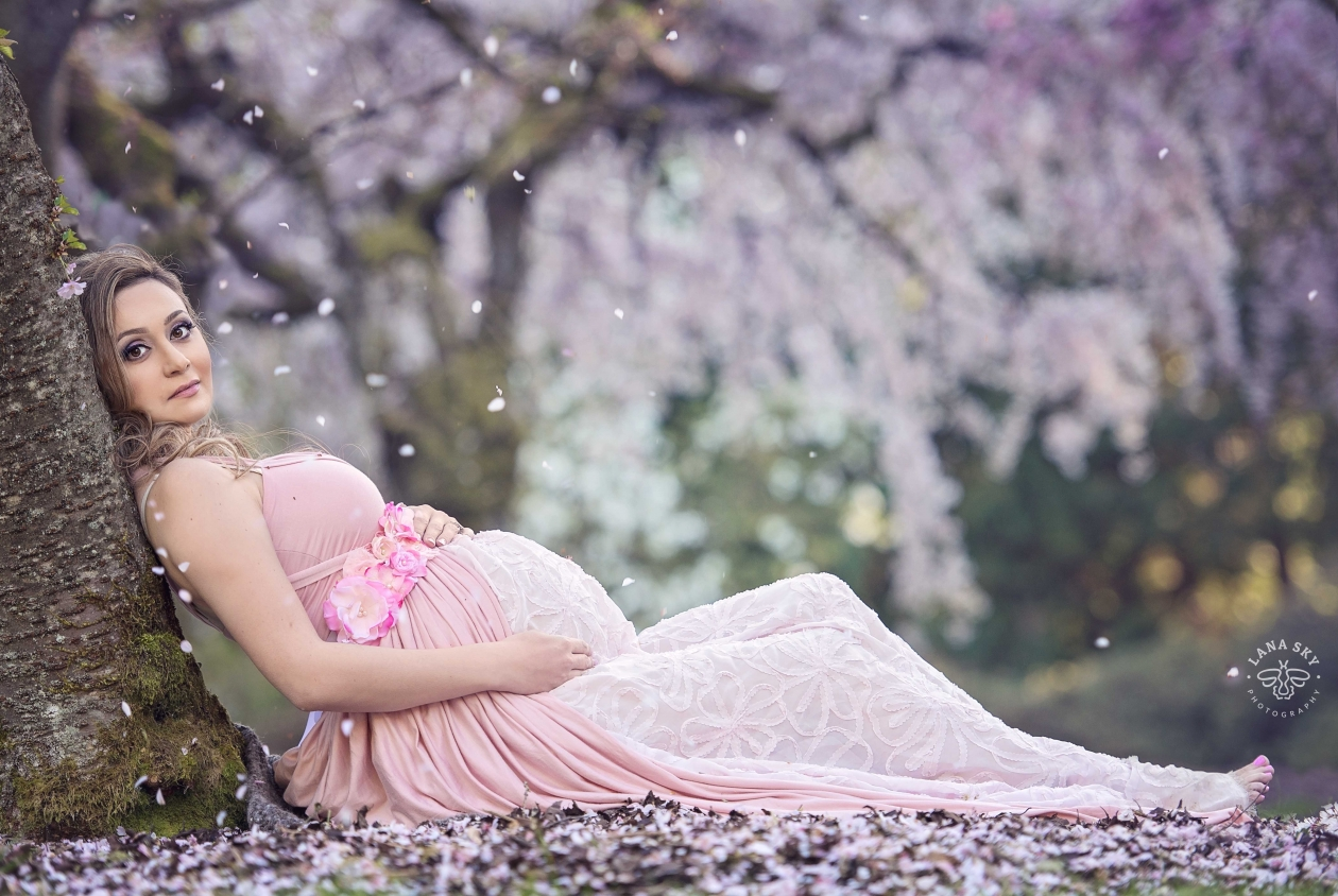 A professional maternity portrait in Washington Park Arboretum